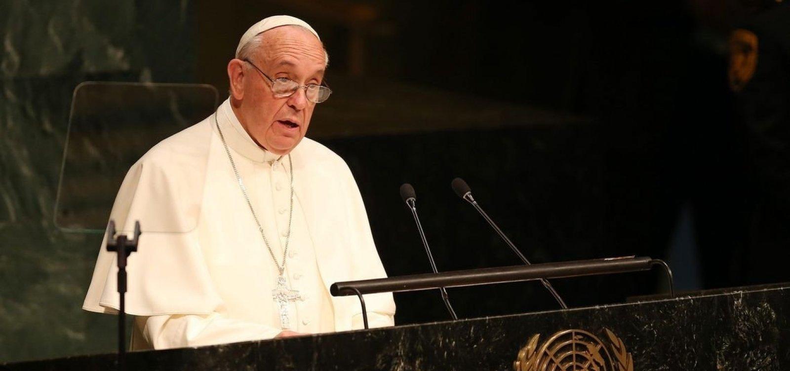 [Papa afirma que pessoas que rejeitam homossexuais 'não tem coração humano']