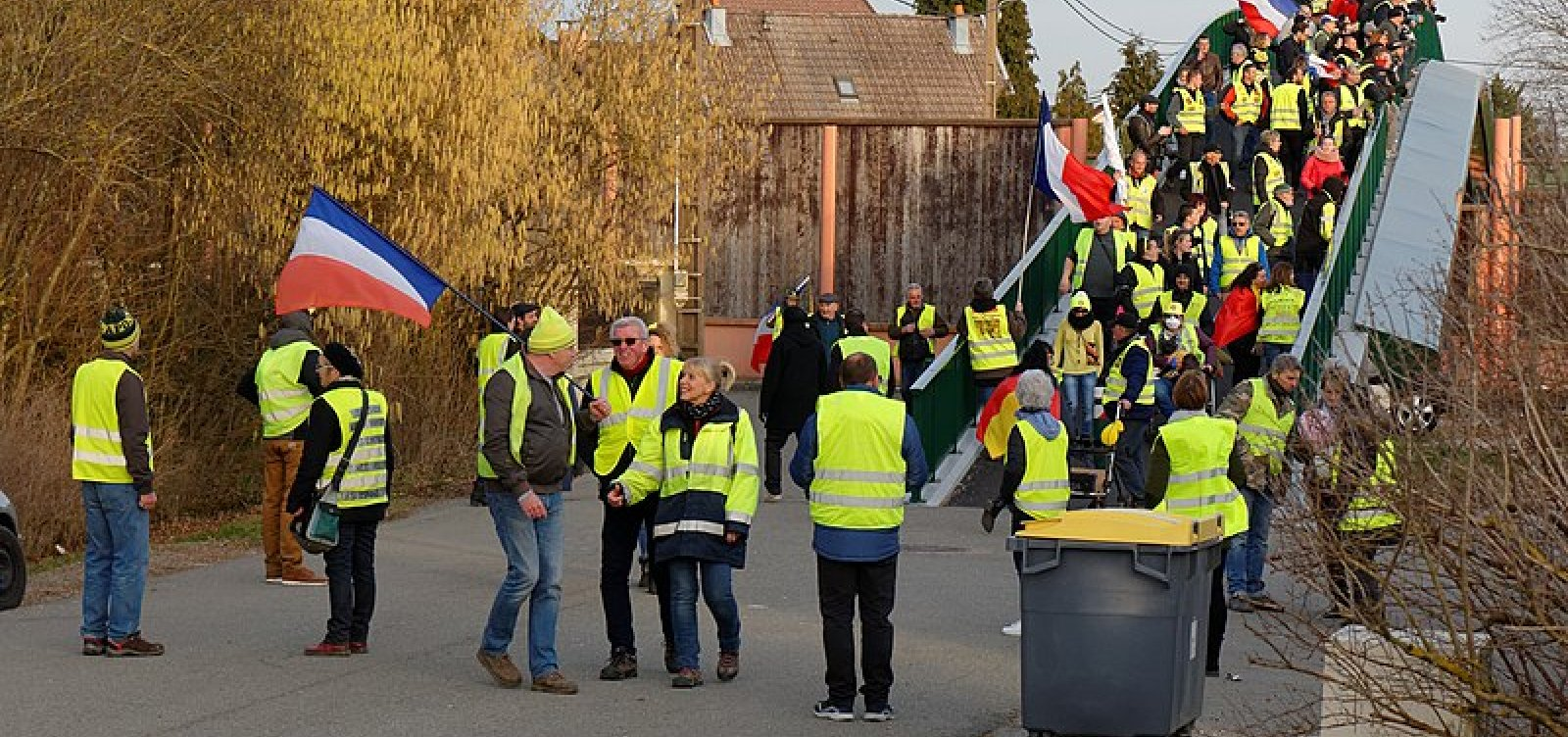 [Coletes Amarelos: Mais de 220 pessoas são presas no 23º sábado de protestos]
