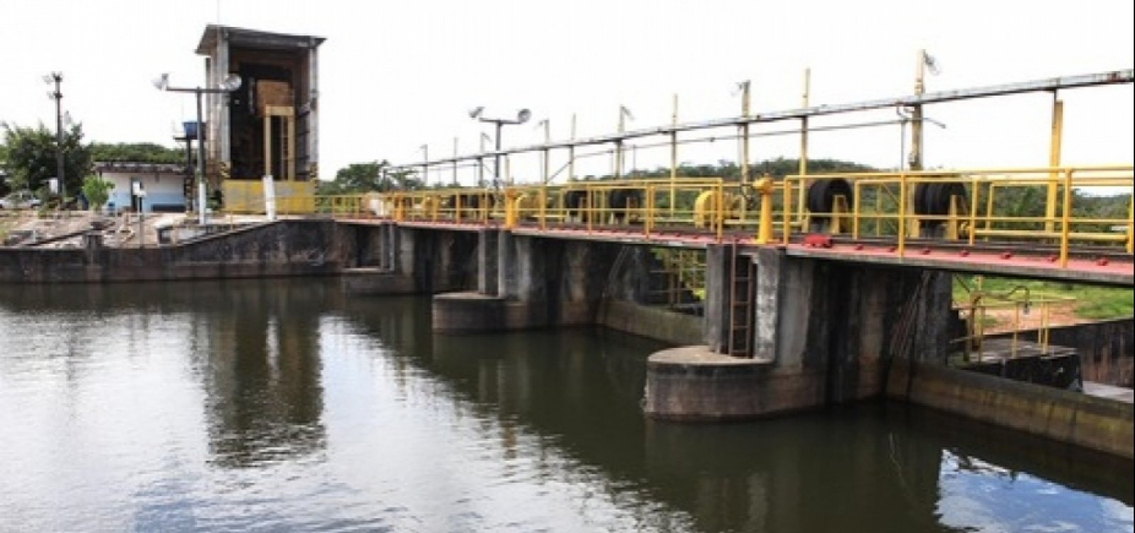 [271 cidades da Bahia têm água contaminada por agrotóxicos]