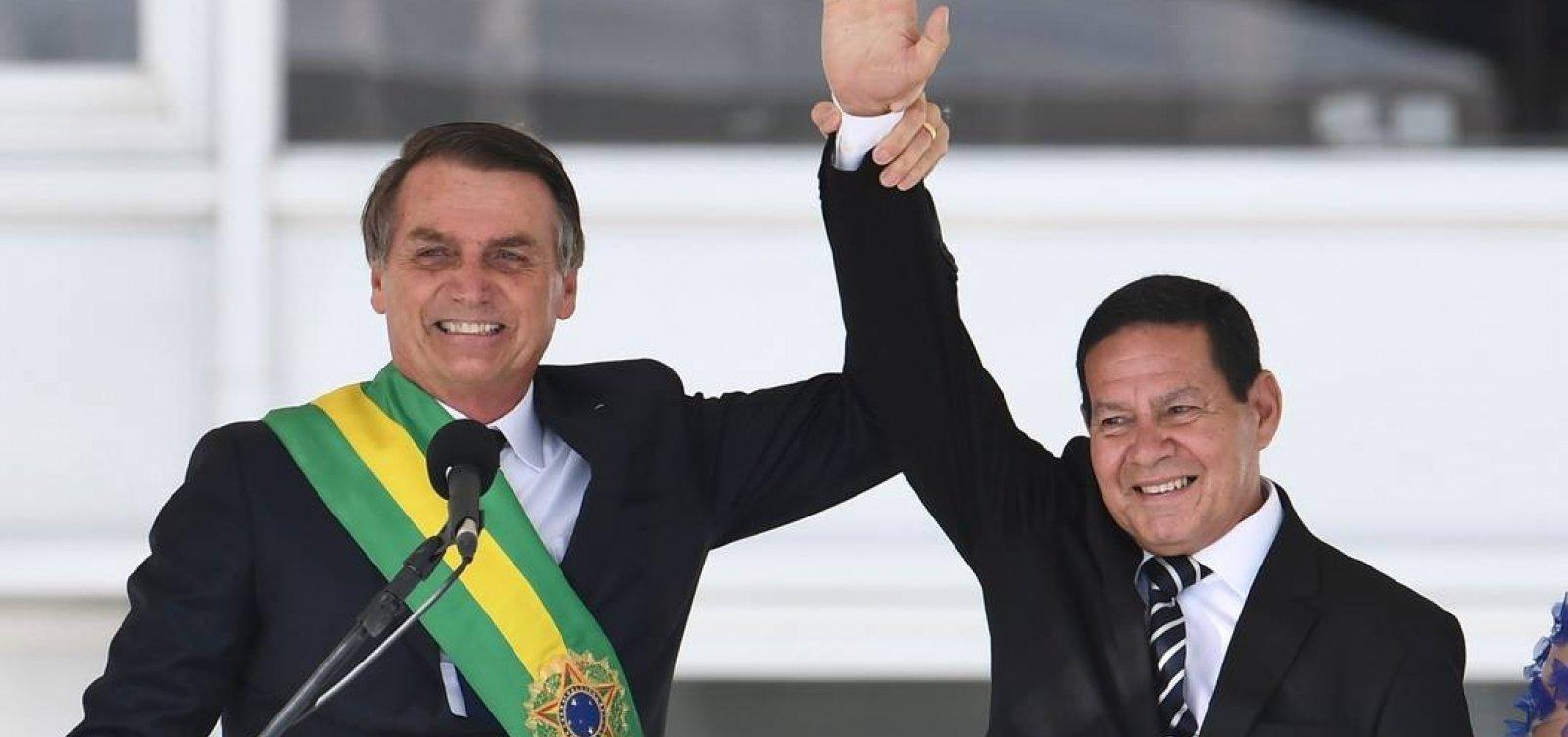[Bolsonaro incentiva ataques a Mourão nos bastidores]