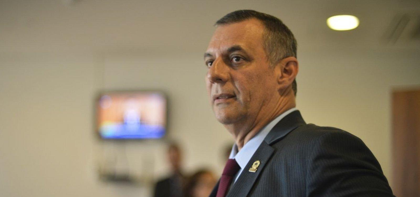 [Após publicar e apagar vídeo em rede social, Bolsonaro diz que declarações de Olavo 'não contribuem']