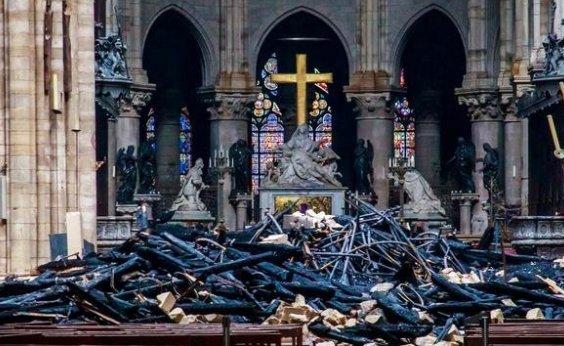 [Começam obras na catedral de Notre-Dame]