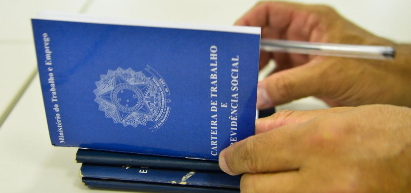 [Economia brasileira fecha 43 mil empregos formais em março]