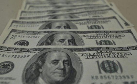 [Dólar fecha em alta próxima a R$ 4 e tem maior valor em quase sete meses]