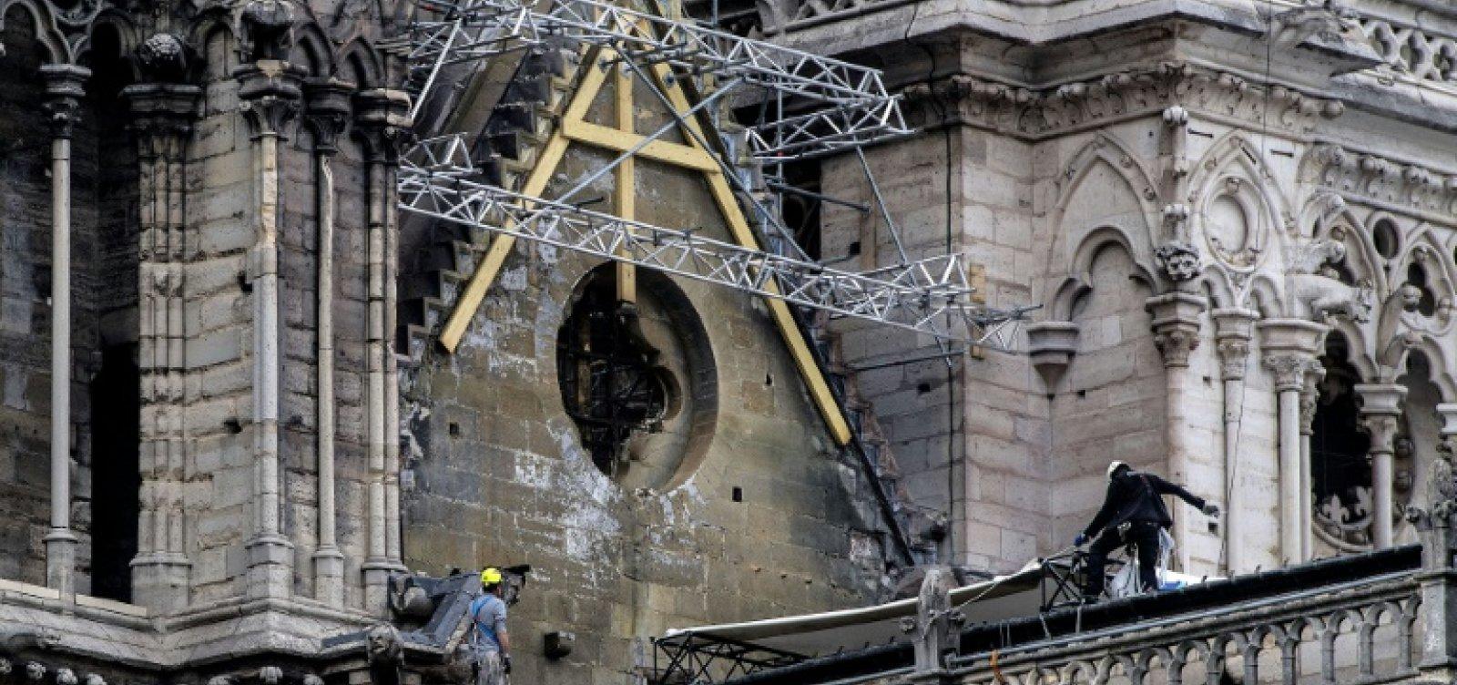 [Polícia encontra bitucas onde começou o incêndio de Notre-Dame]