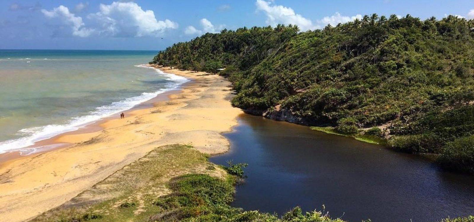 [Na dúvida entre mar ou lagoas? Você encontra os dois Ponta do Satu, entre Caraíva e Praia do Espelho]