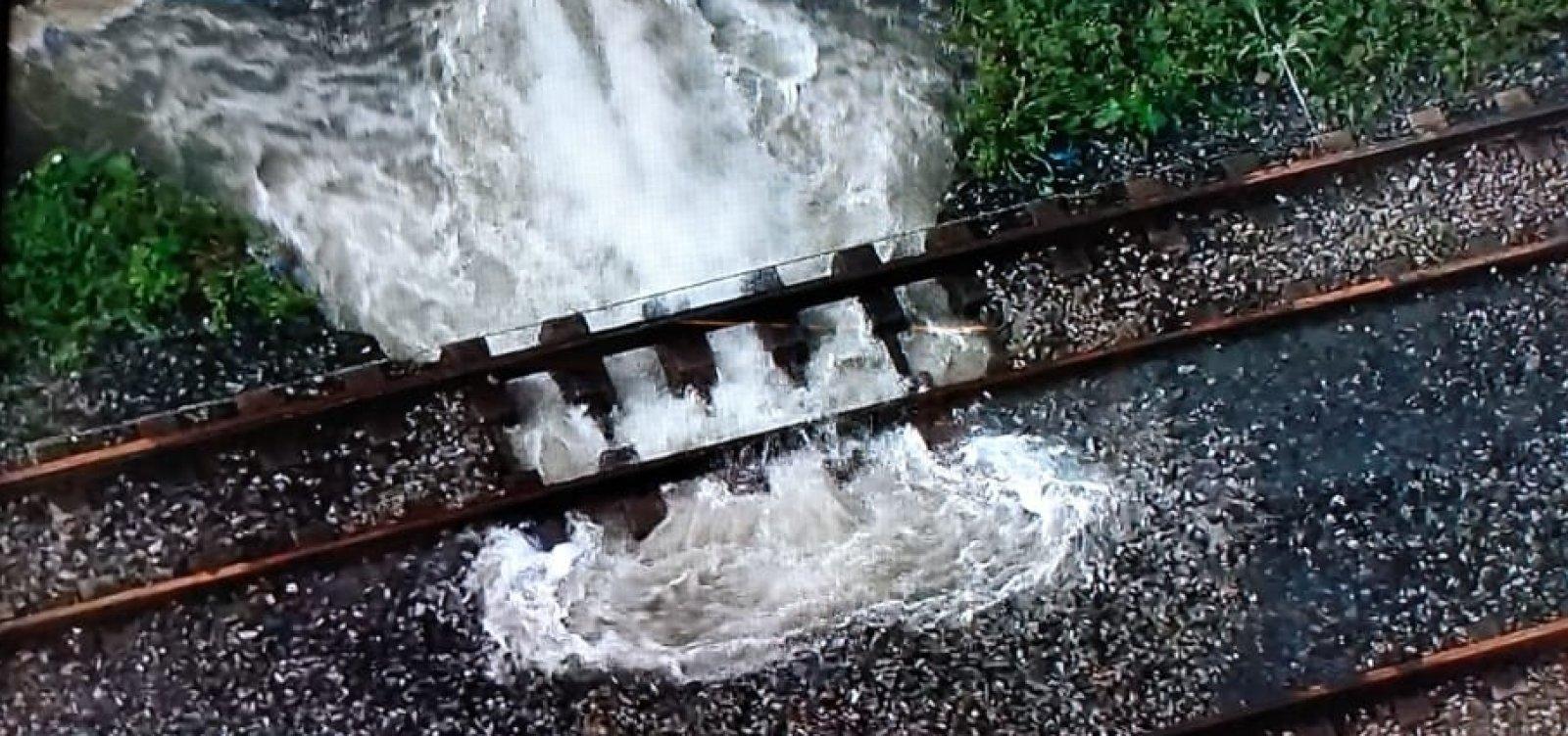 [Parte de estações de trens do Subúrbio para de funcionar após vazamento em tubulação]