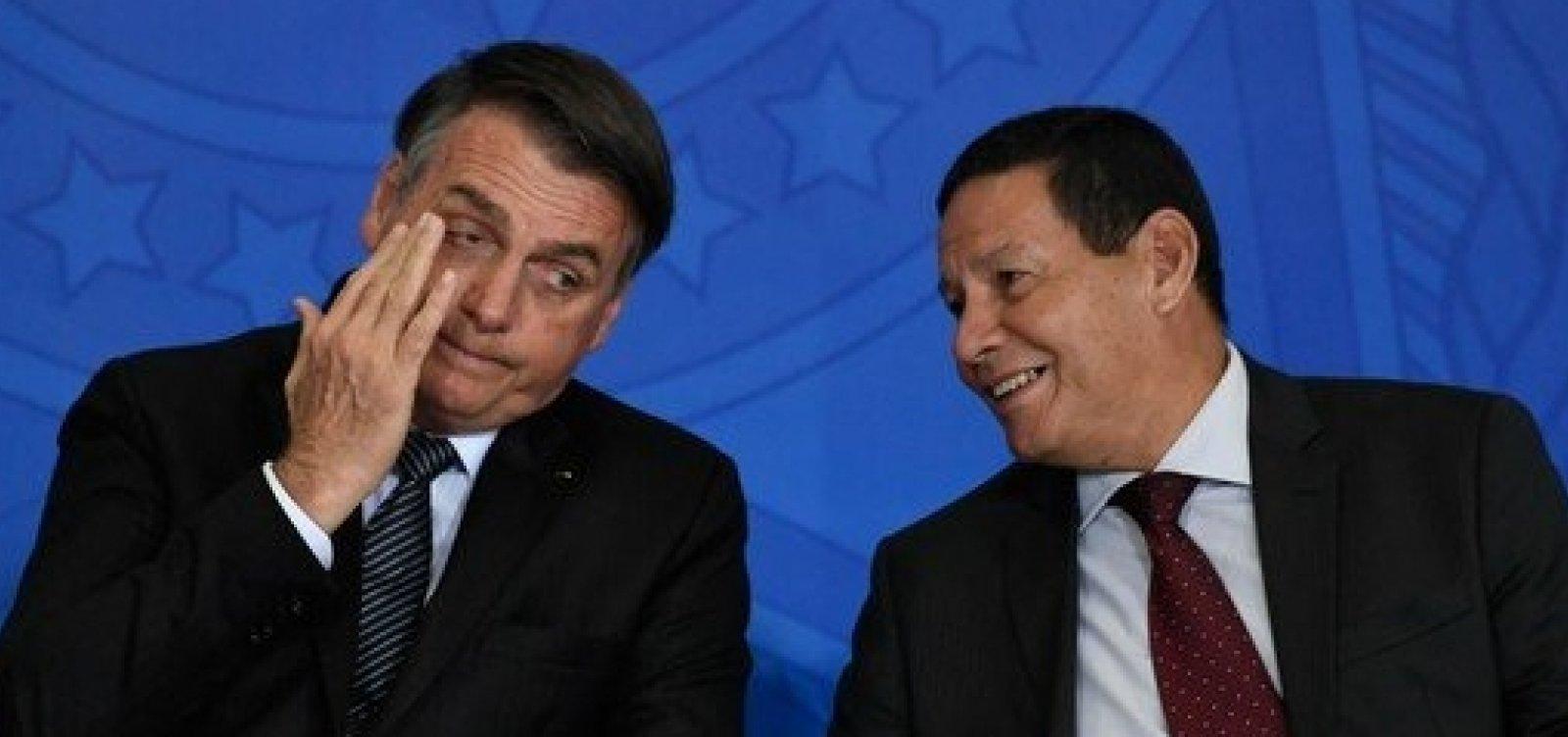['Brigamos sobre quem lava a louça', diz Bolsonaro sobre crise entre Mourão e Carlos]