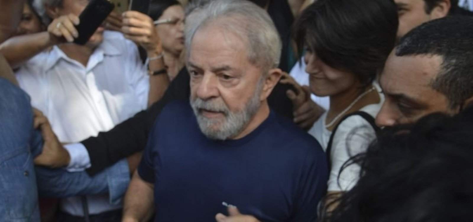 [Lula: Triplex foi comprado em 'trambique' por 'amigo do Moro']