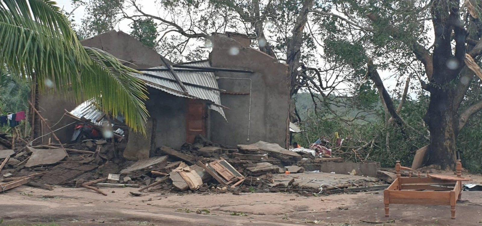 [Novo ciclone deixa cinco mortos e 18 mil desalojados em Moçambique]