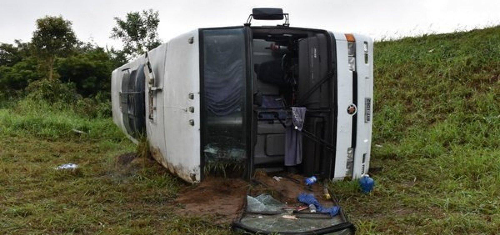 [Ônibus com torcedores do Corinthians sofre acidente na Bahia ]