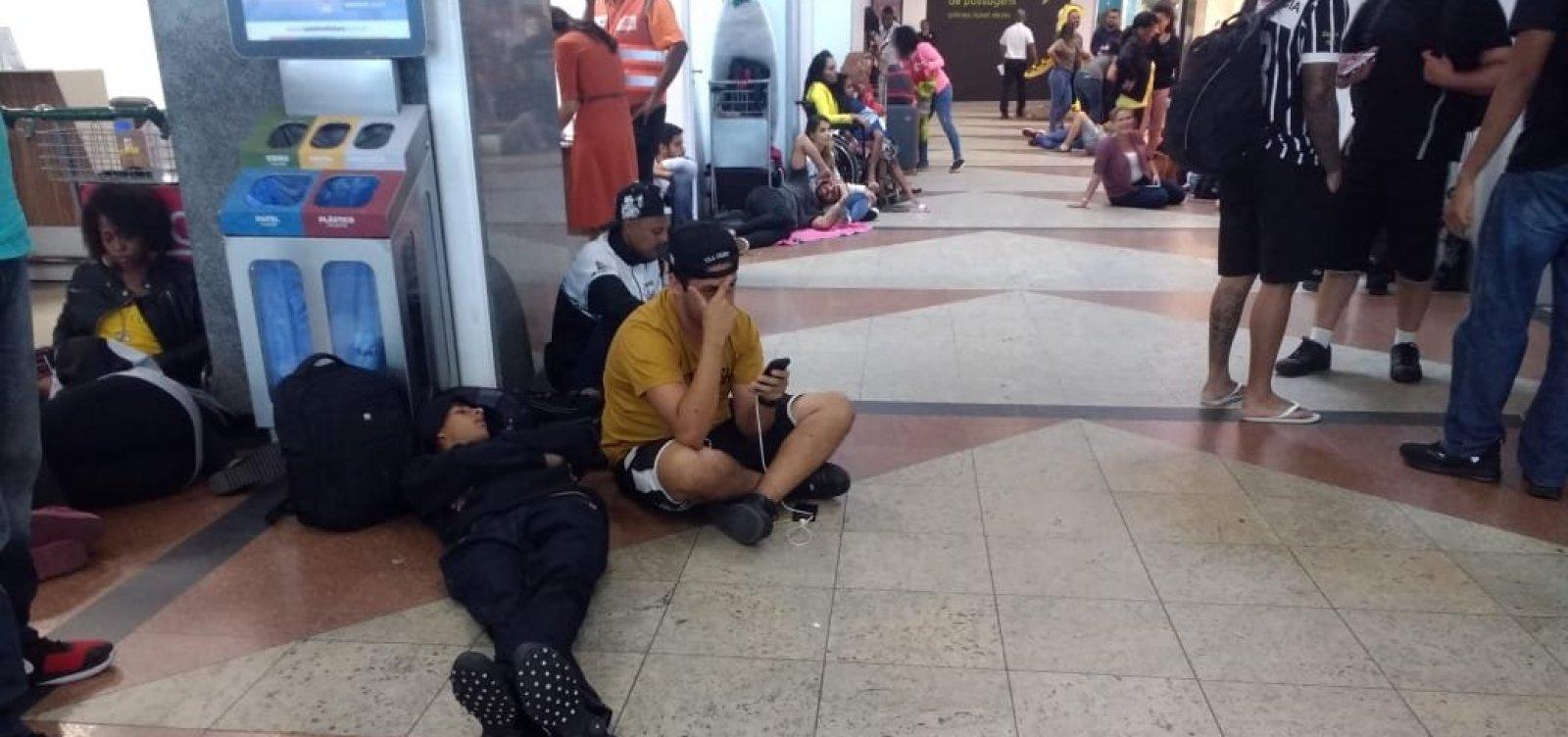 [Clientes aguardam há quase 5 horas após cancelamento de voo da Avianca em Salvador]
