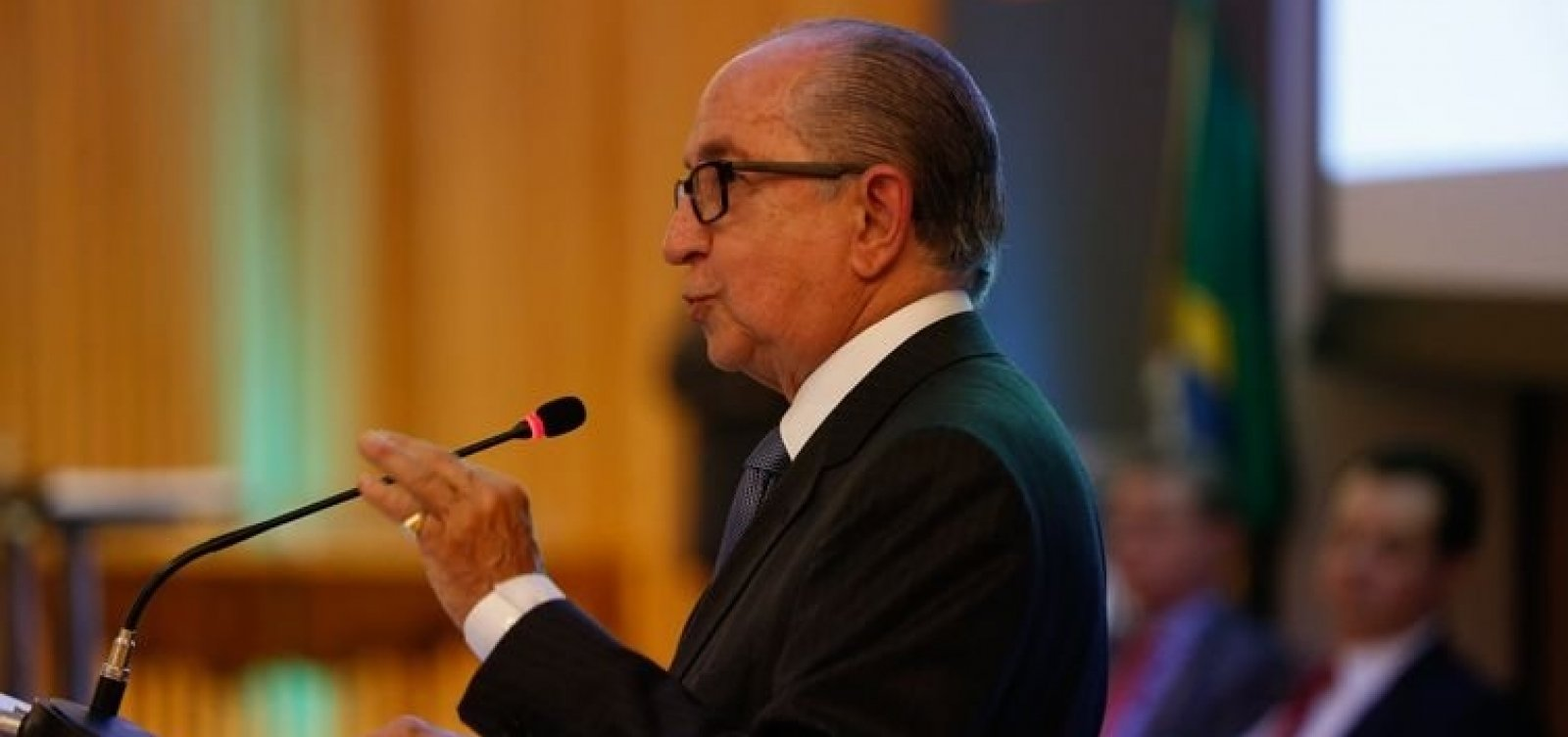 [Secretário da Receita anuncia novo imposto e é desautorizado por Bolsonaro]