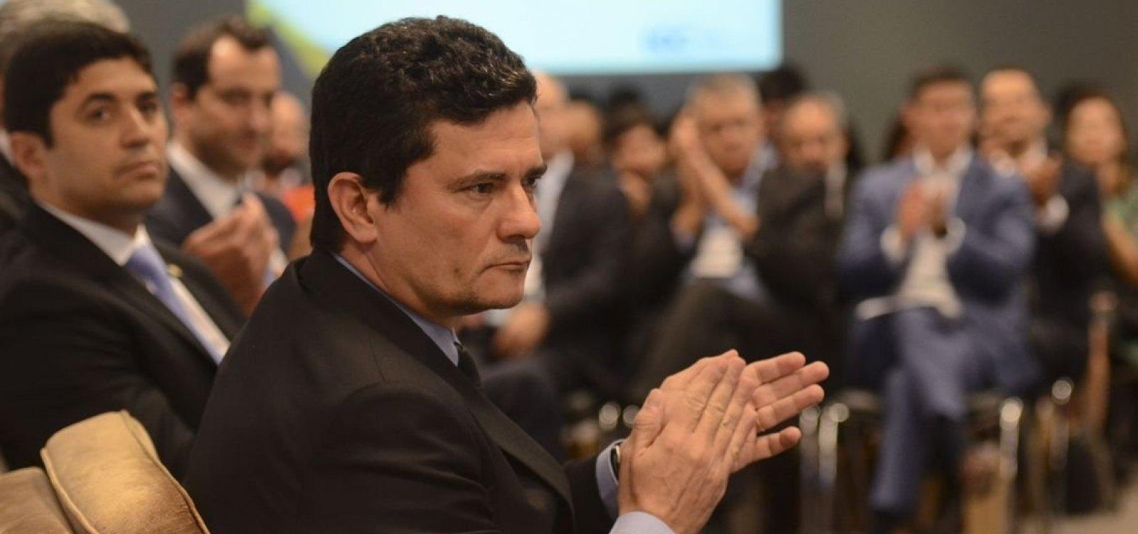 [Bolsonaro volta atrás e diz que Coaf continua com Moro]