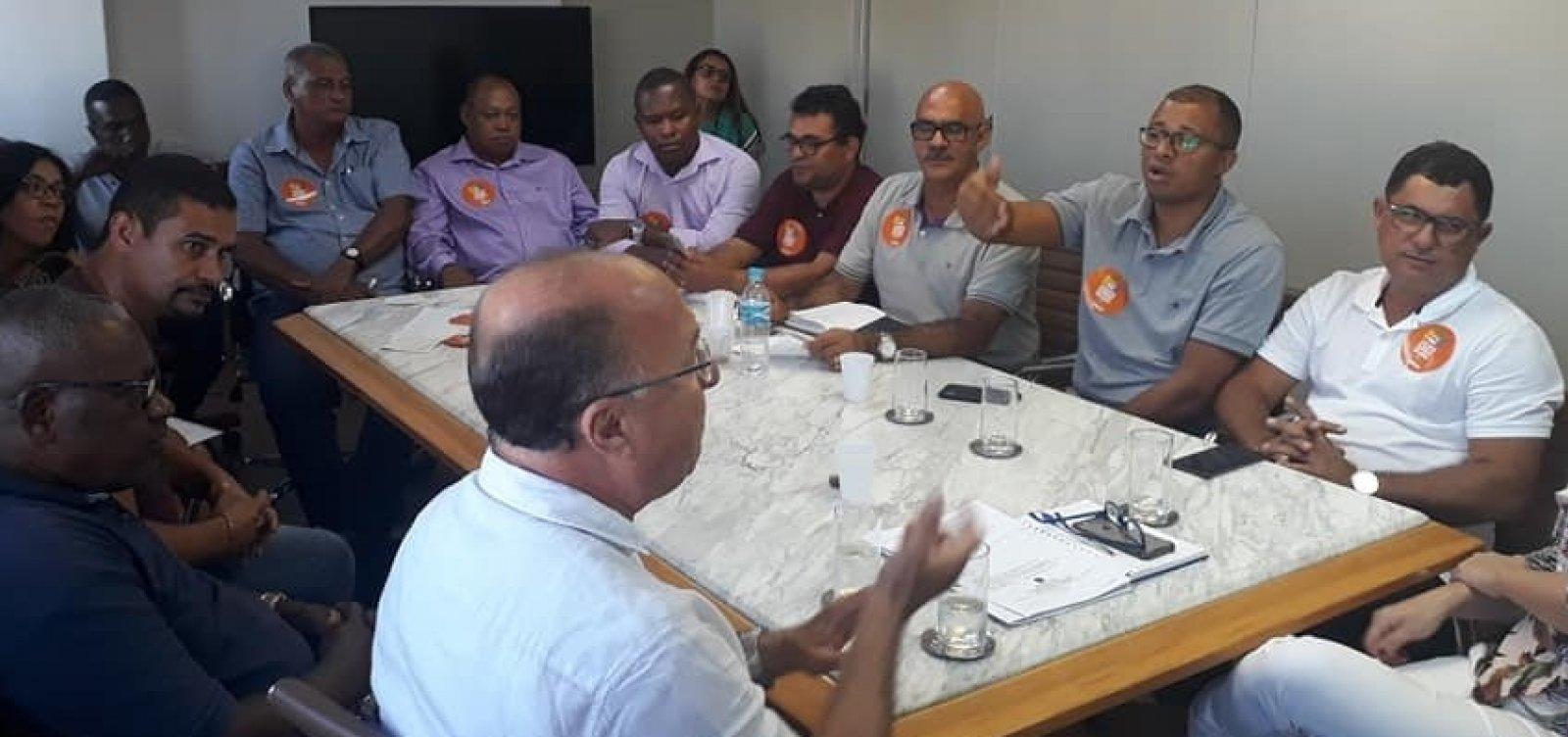 [Rodoviários decidem aprovar estado de greve em Salvador]