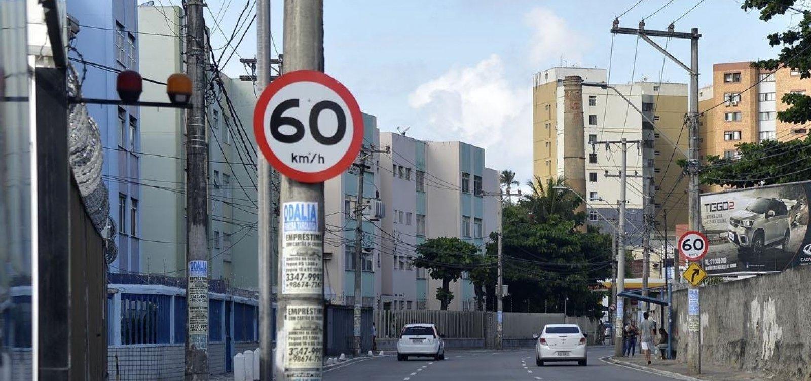 [Cai número de multas por excesso de velocidade em Salvador]