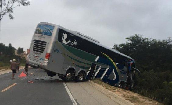 [Acidente envolvendo ônibus do sub-15 do Bahia deixa dois mortos e vários feridos]