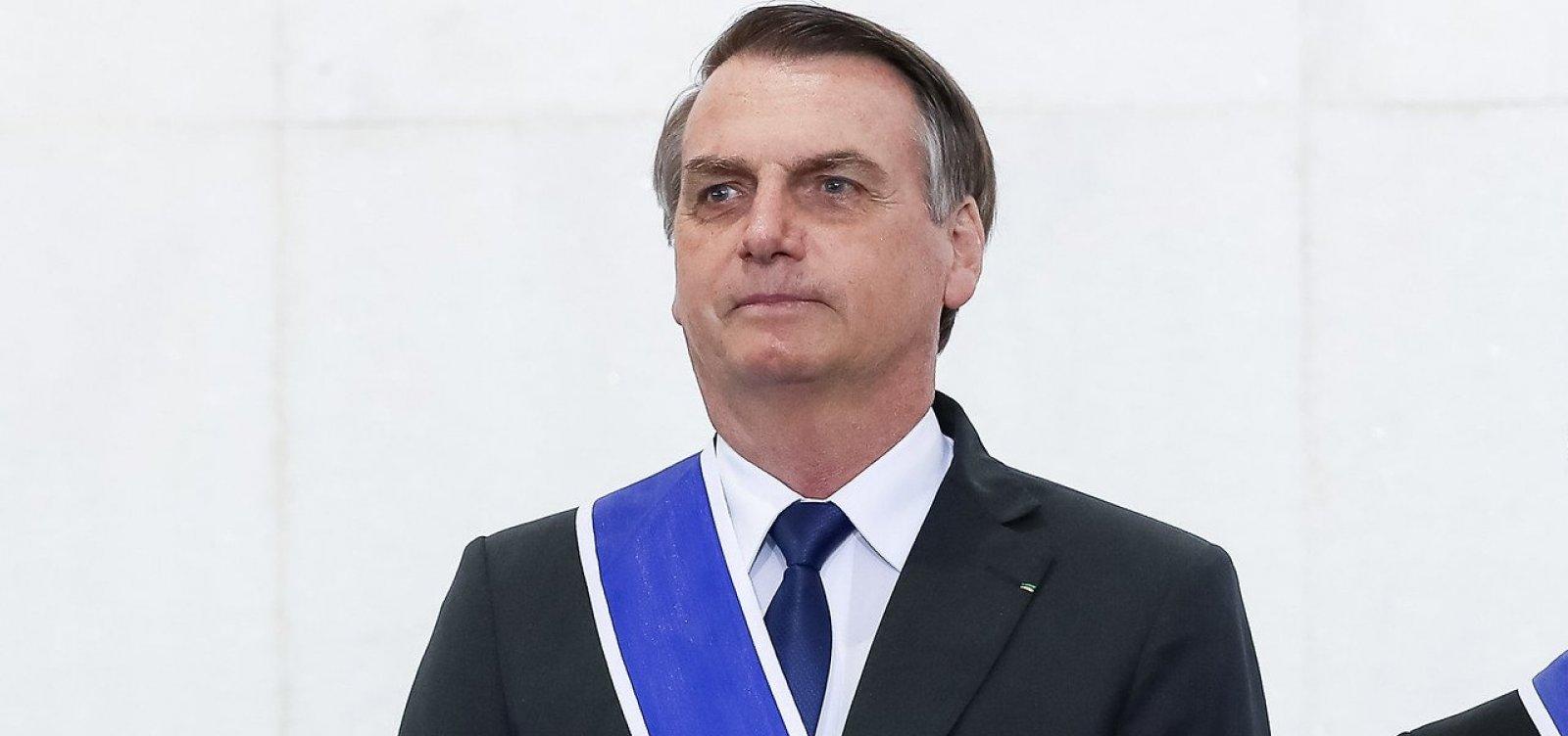 [Governo será mantido sem qualquer regulamentação da mídia, afirma Bolsonaro]