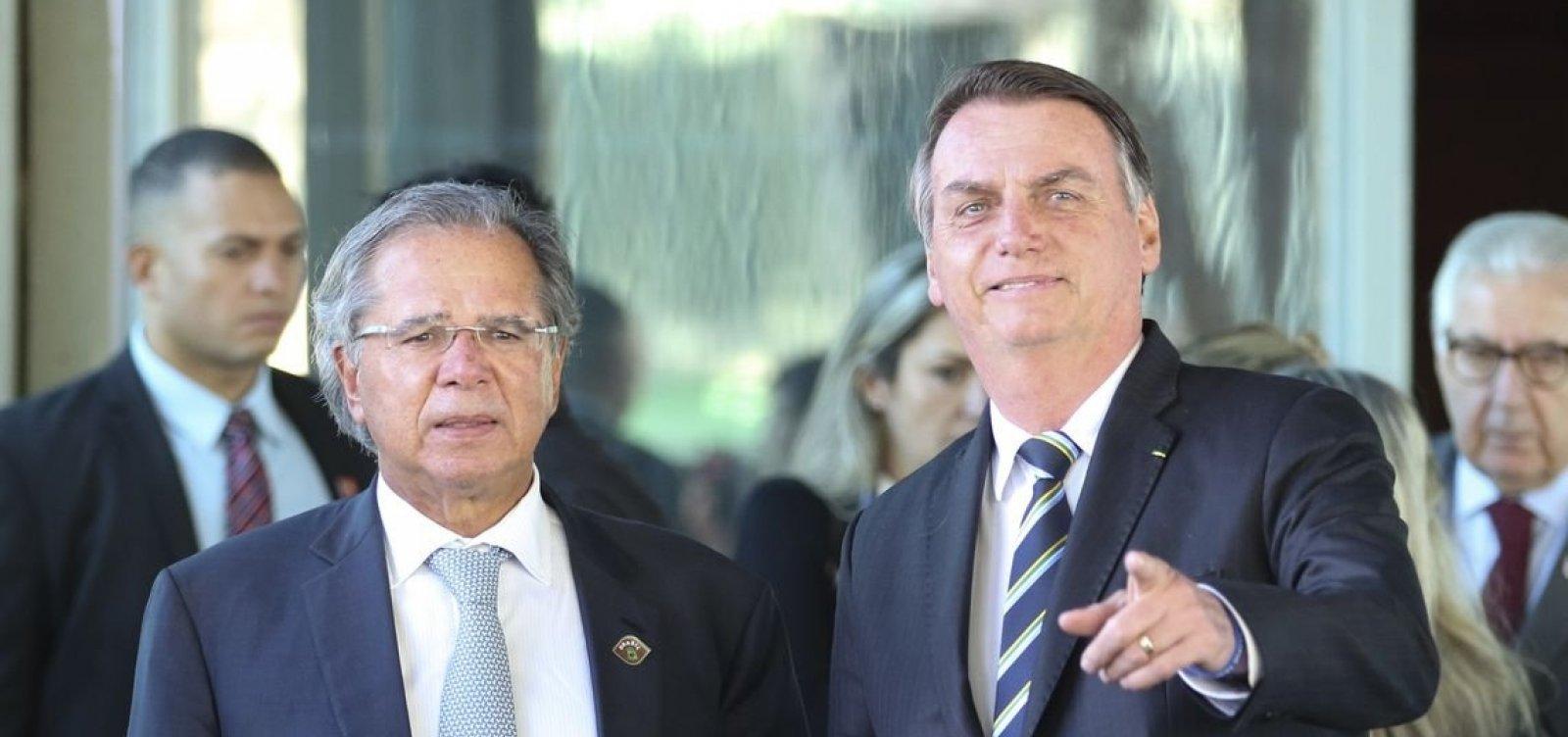['É tudo um time só', diz Bolsonaro sobre atritos entre alas militar e olavista]