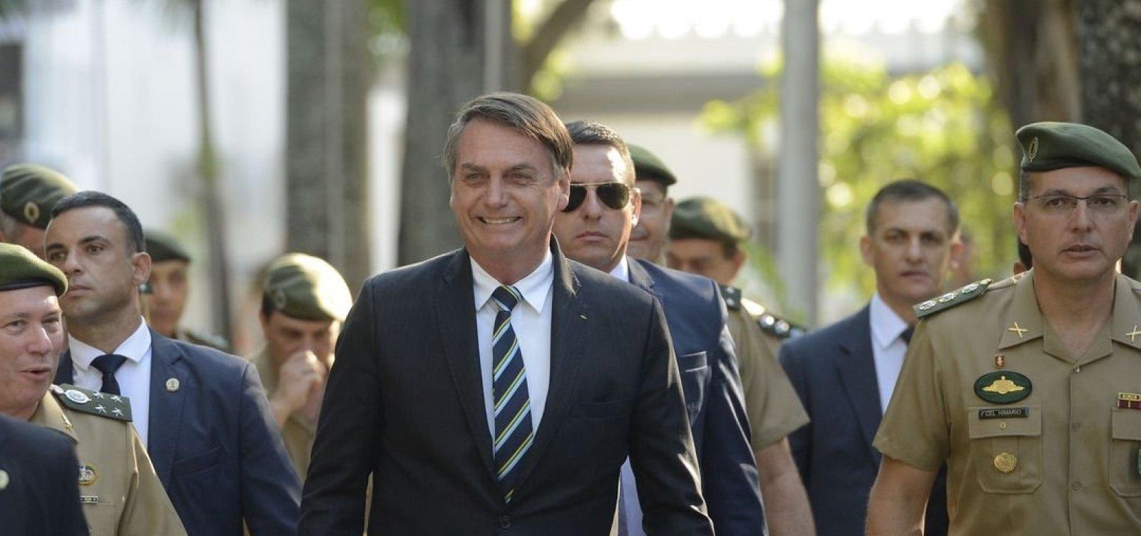 [Bolsonaro assina decreto que muda regras sobre uso de armas e munições]