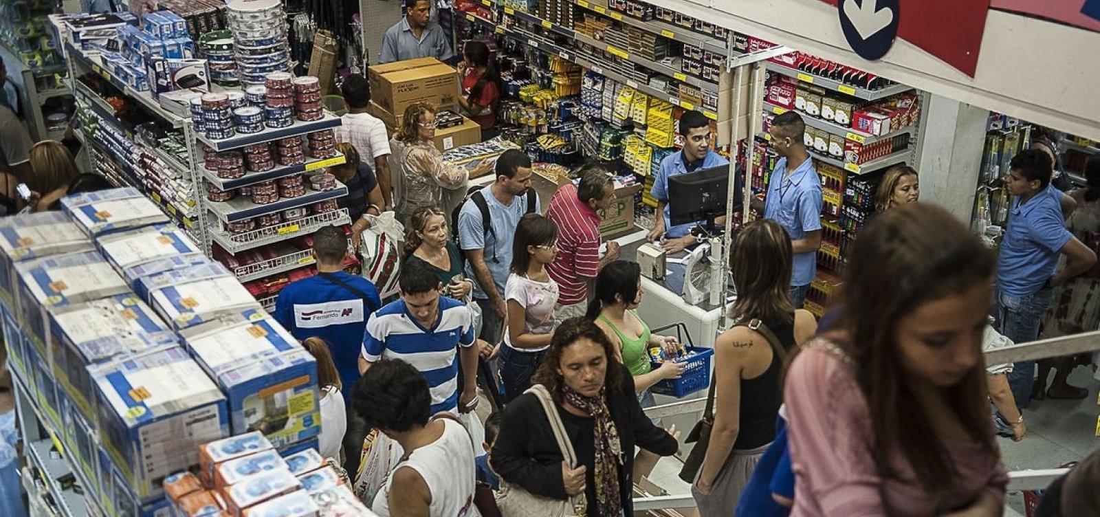 [Aumenta o número de famílias brasileiras endividadas no país, diz CNC]