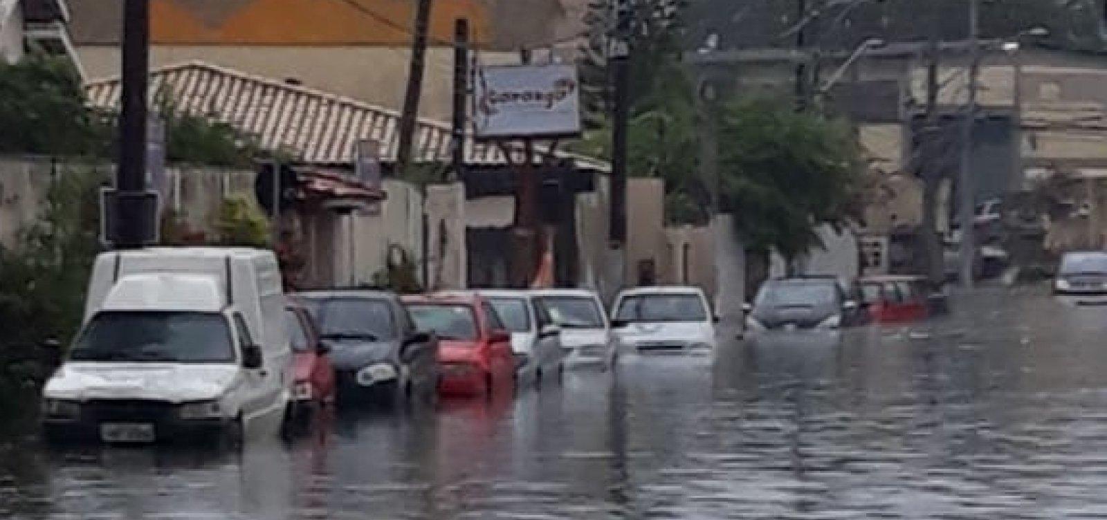 [Defesa Civil recebe 50 solicitações devido à chuva]