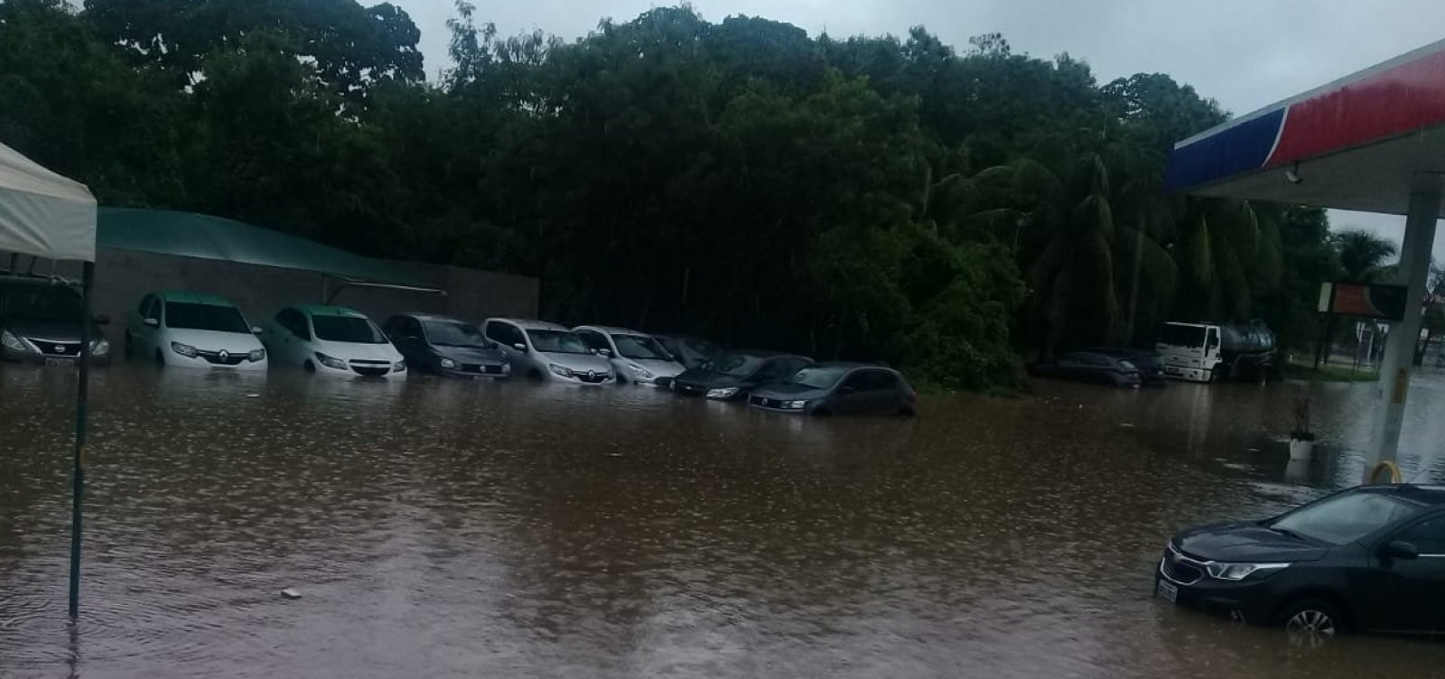 [Após chuvas, prefeitura decreta situação de emergência em Lauro de Freitas]