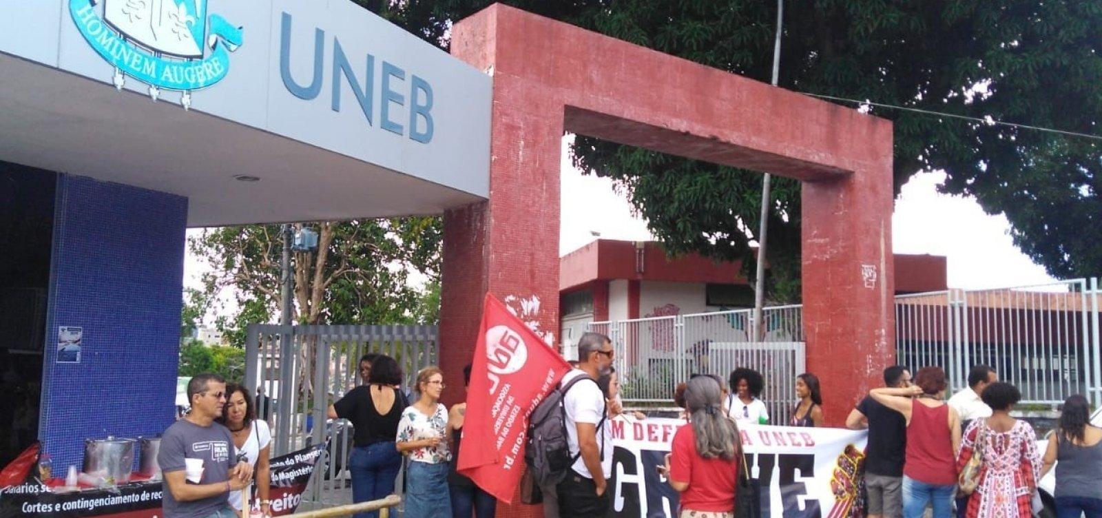 [Professores seguem com salários cortados após decisão da Justiça, diz Aduneb]