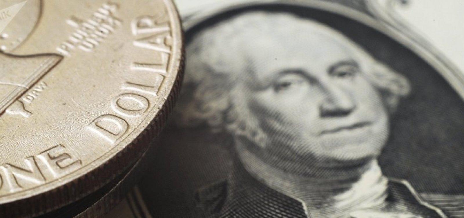 [Com impasse entre EUA e China, dólar sobe mais de 1% e bate R$ 4 ]