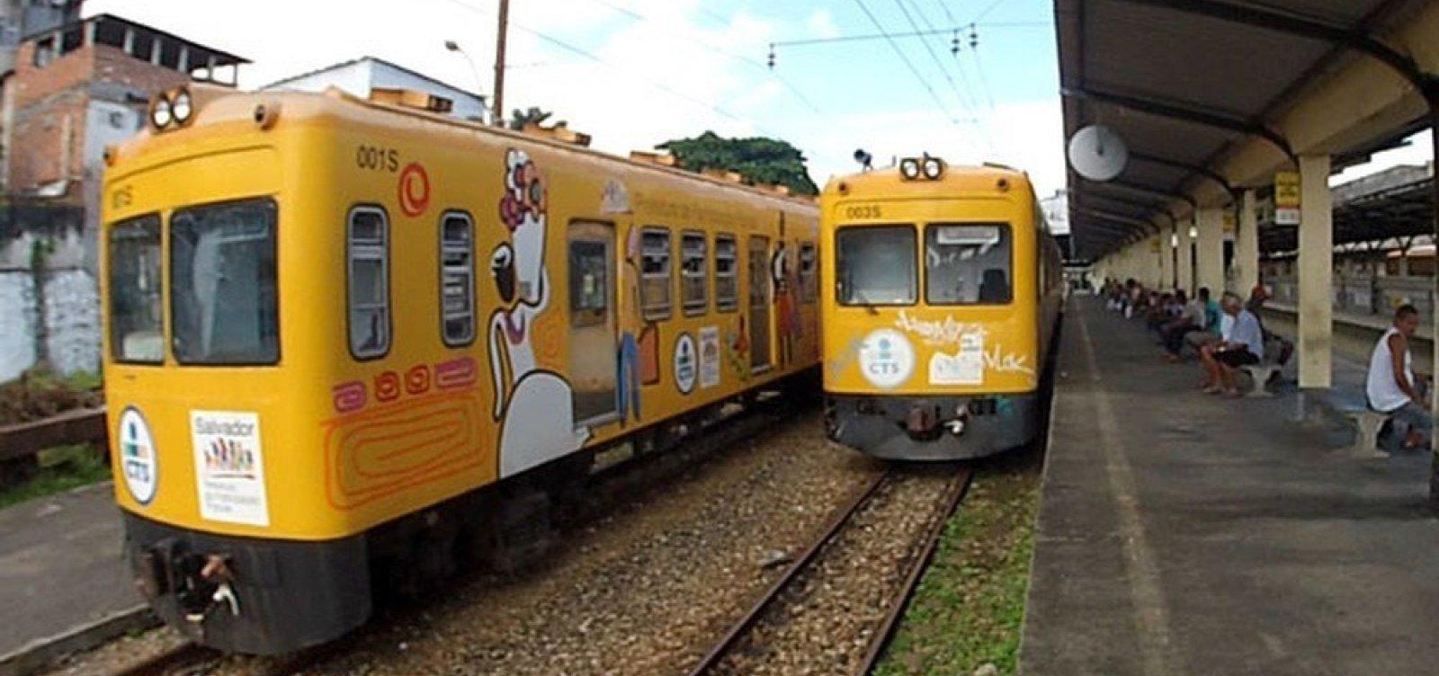[Um dos trens do subúrbio entra em manutenção e tempo de espera para embarque triplica ]