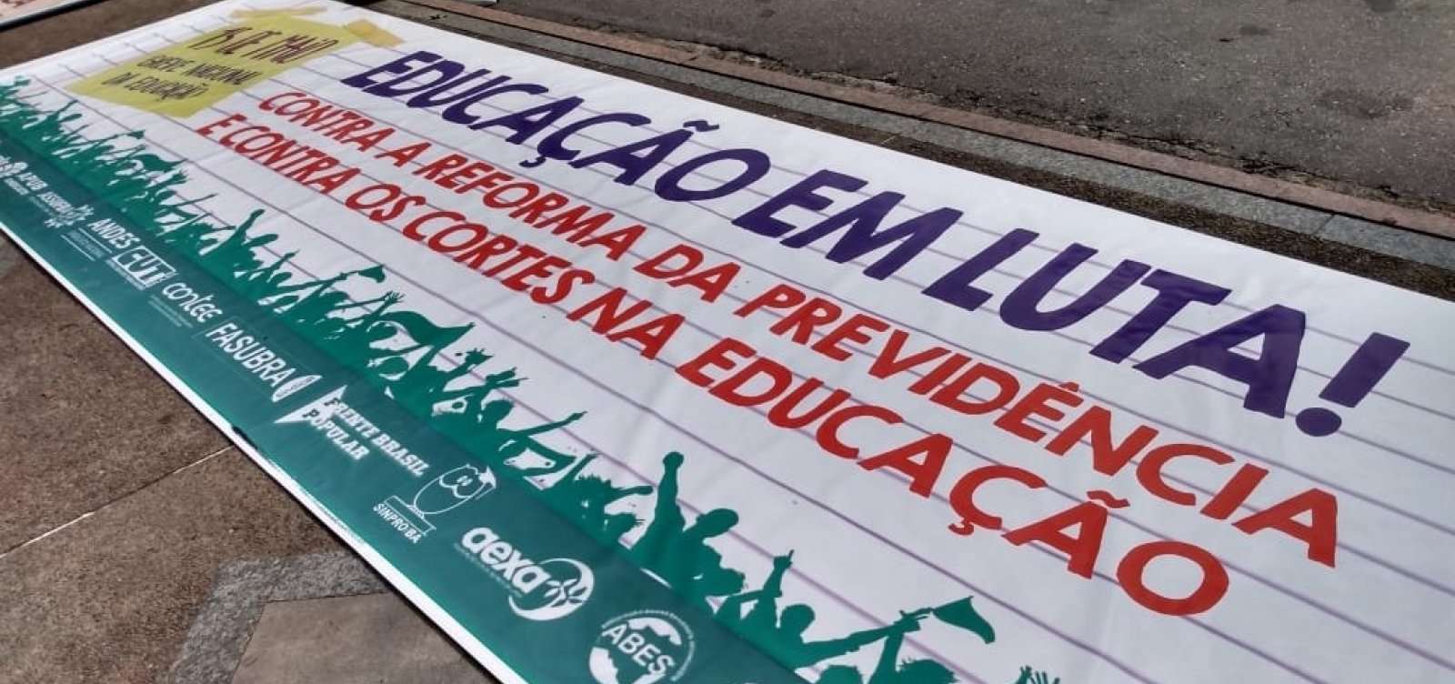 [Protesto tem adesão de mais de 20 instituições particulares de ensino, diz diretora do Sinpro]