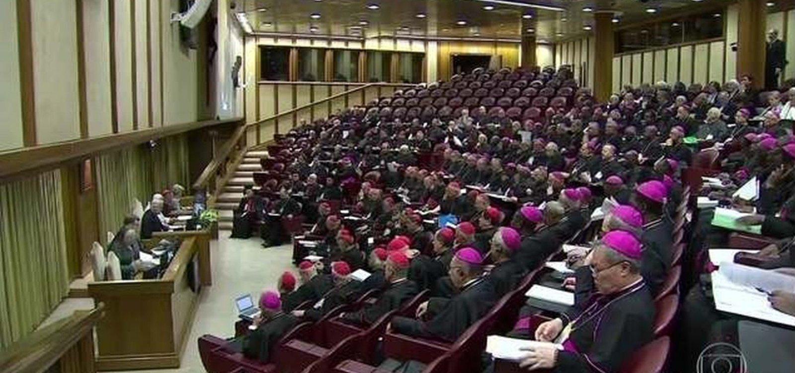 [Vítimas de abusos sexuais processam Vaticano e exigem identidade dos padres acusados]