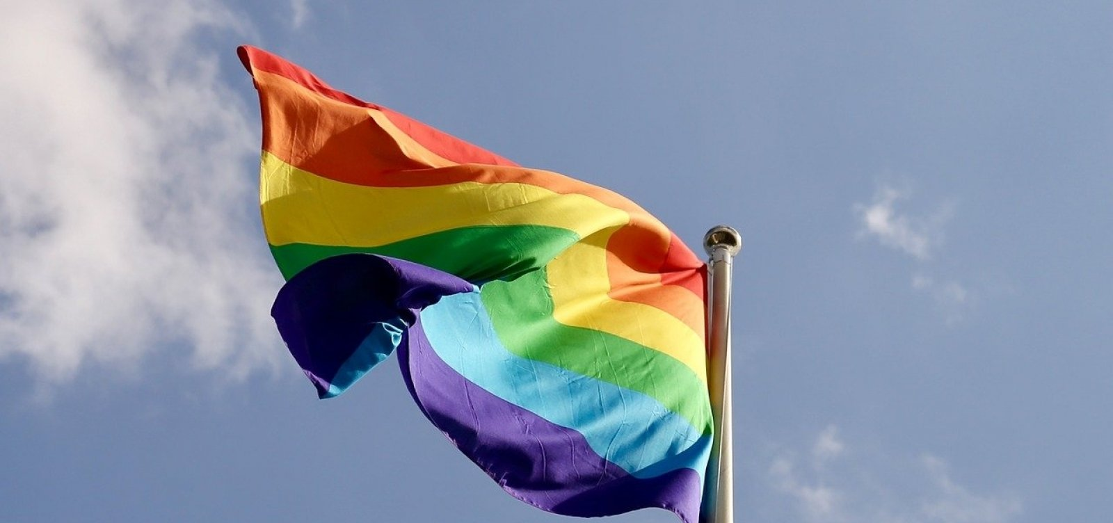 [Decreto aprovado hoje retira incentivo ao turismo LGBT]
