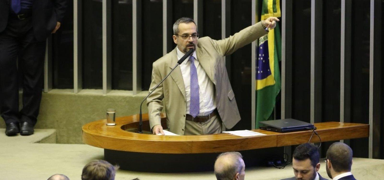[Ministro da Educação diz que bloqueio de recursos é culpa de Dilma e Temer]