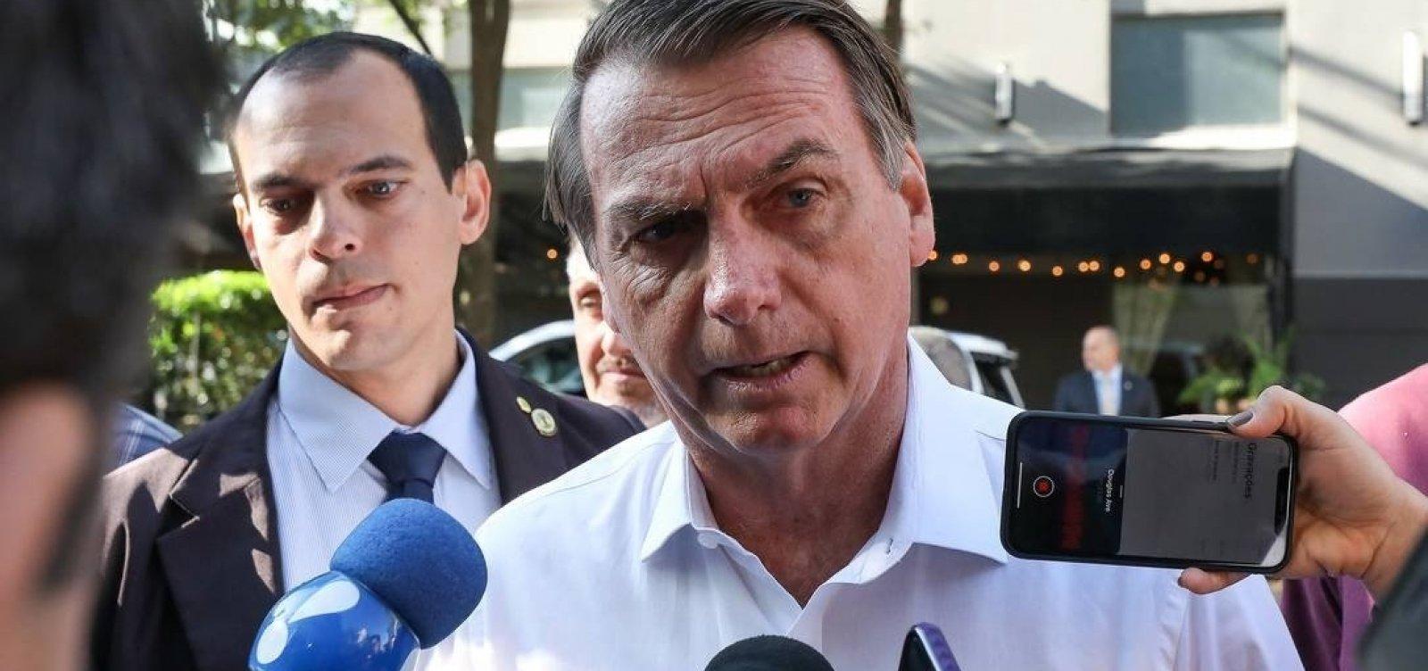 [Bolsonaro ataca mídia e diz que jornalista deveria 'entrar de novo numa faculdade que preste']