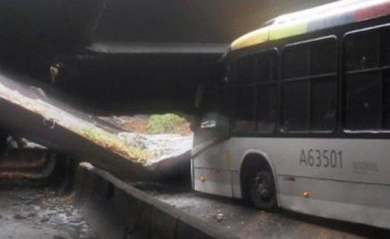 [Túnel é fechado após desabamento no Rio de Janeiro]