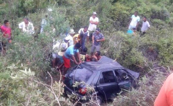 [Acidente entre dois veículos deixa três mortos e quatro feridos na BR-101]