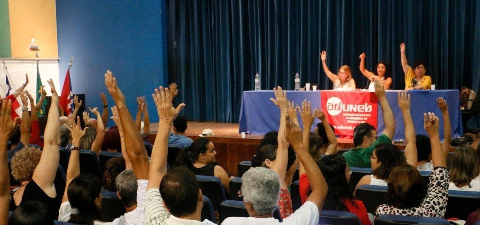 [Após assembleia, professores da Uneb decidem manter greve]