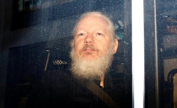 [Procuradoria sueca pede prisão de Assange por denúncia de estupro]