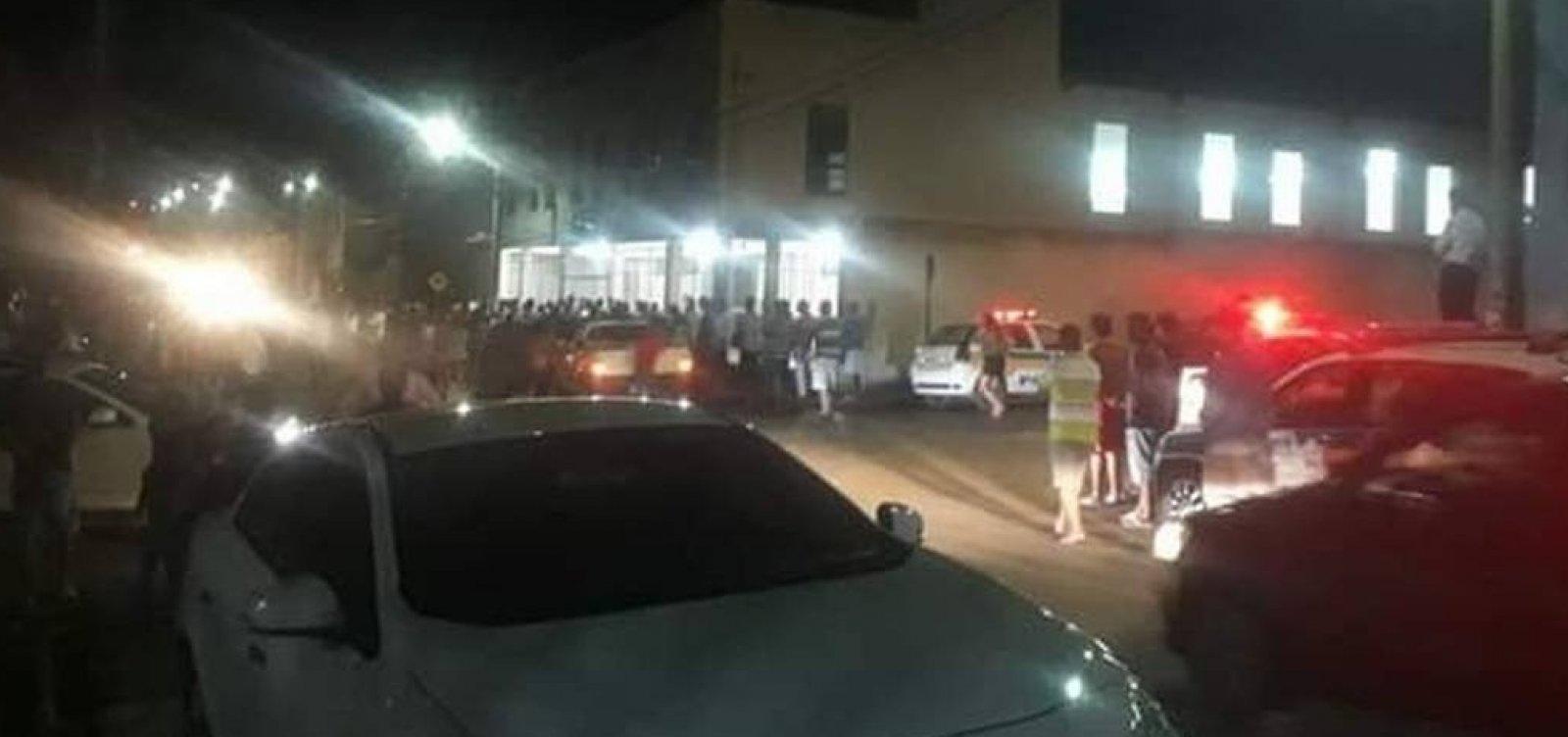 [Após matar ex-namorada, homem mata mais três em igreja ]