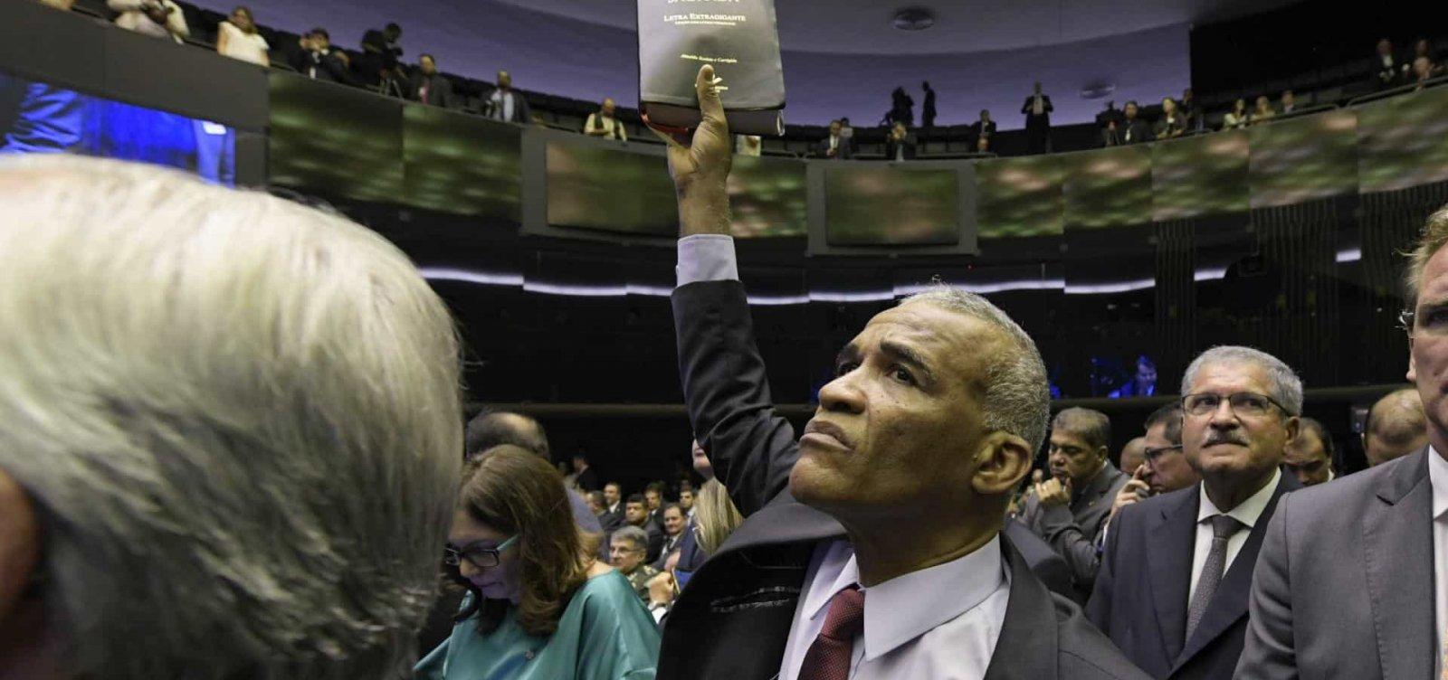 [Isidório quer ser interlocutor da Câmara com Bolsonaro: 'Para conversar com doido, só outro doido']