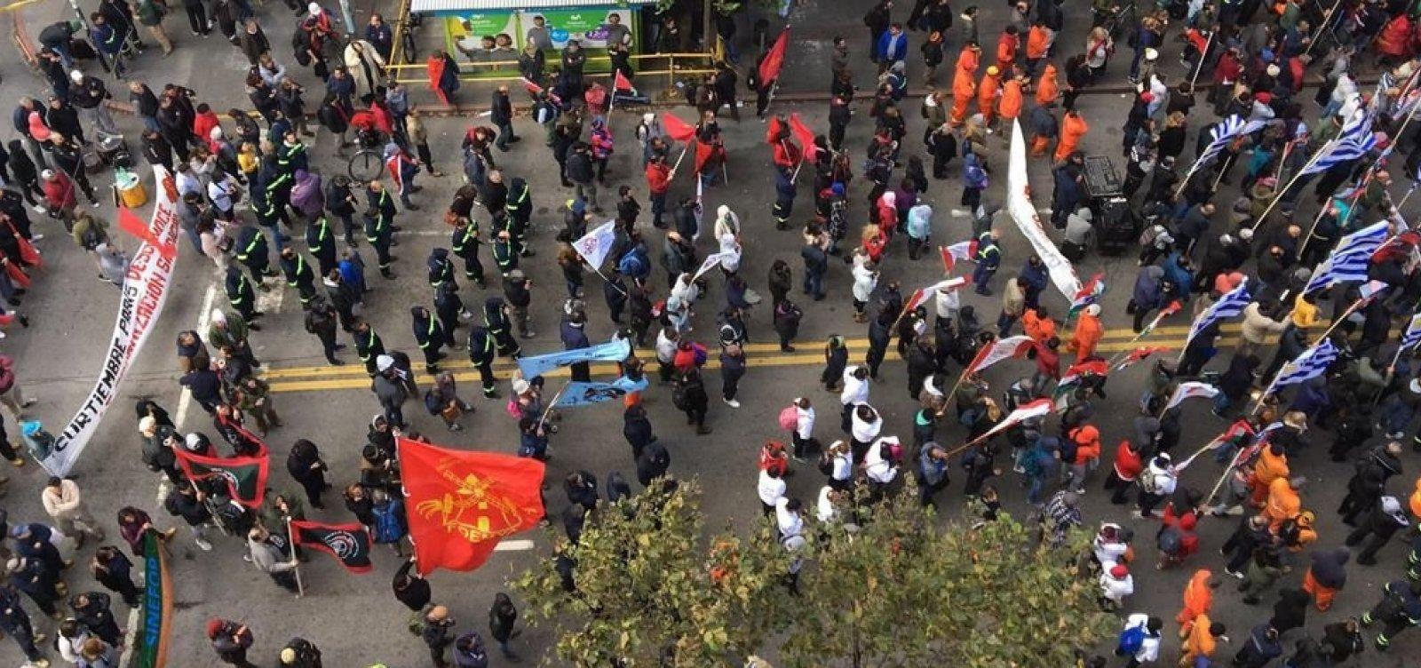 [Trabalhadores da Petrobras fazem greve geral em Montevidéu]