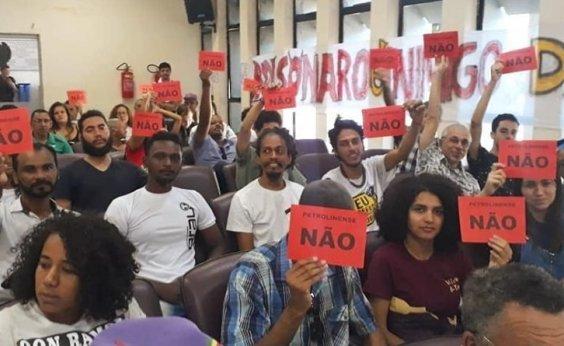 [Após protesto, Câmara de Petrolina adia título de cidadão a Bolsonaro ]