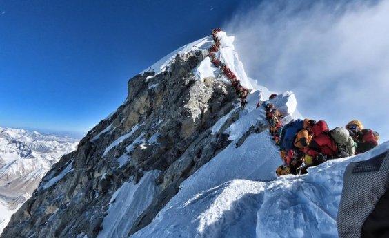 [Mais dois alpinistas morrem no Everest este ano ]