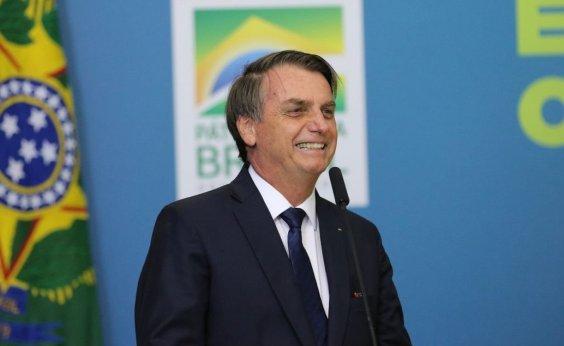 [Bolsonaro divulga vídeos de manifestações a favor do governo]
