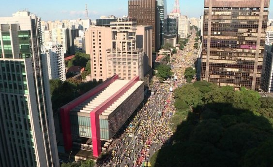 [Manifestantes fazem ato pró-Bolsonaro na Avenida Paulista]