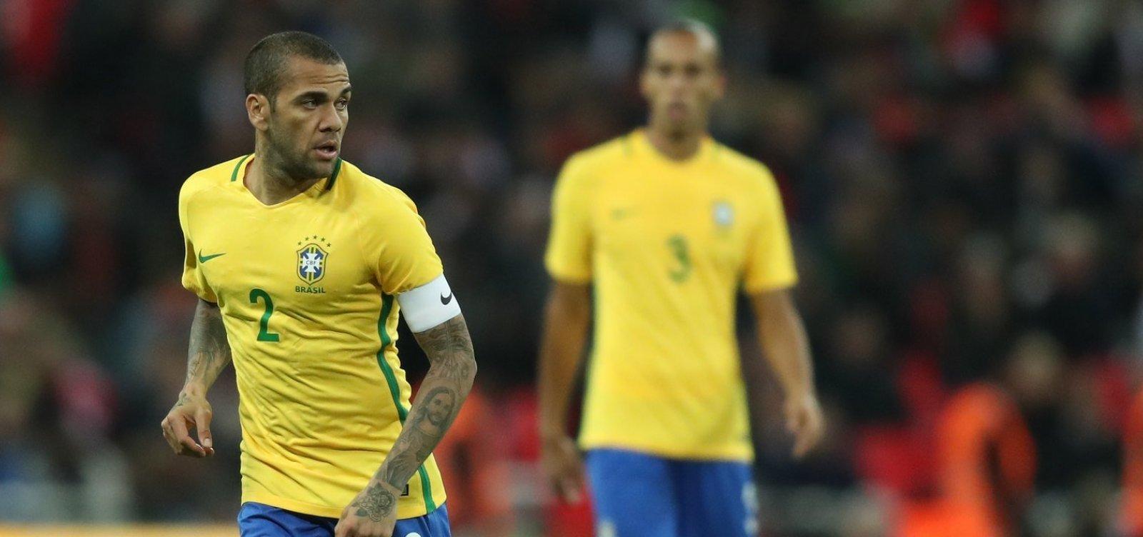 [Tite rejeita Neymar e define Daniel Alves como capitão da seleção]
