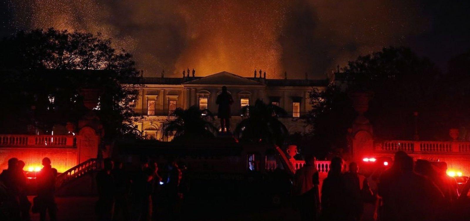 [Após incêndio, MEC corta R$ 12 milhões do Museu Nacional]