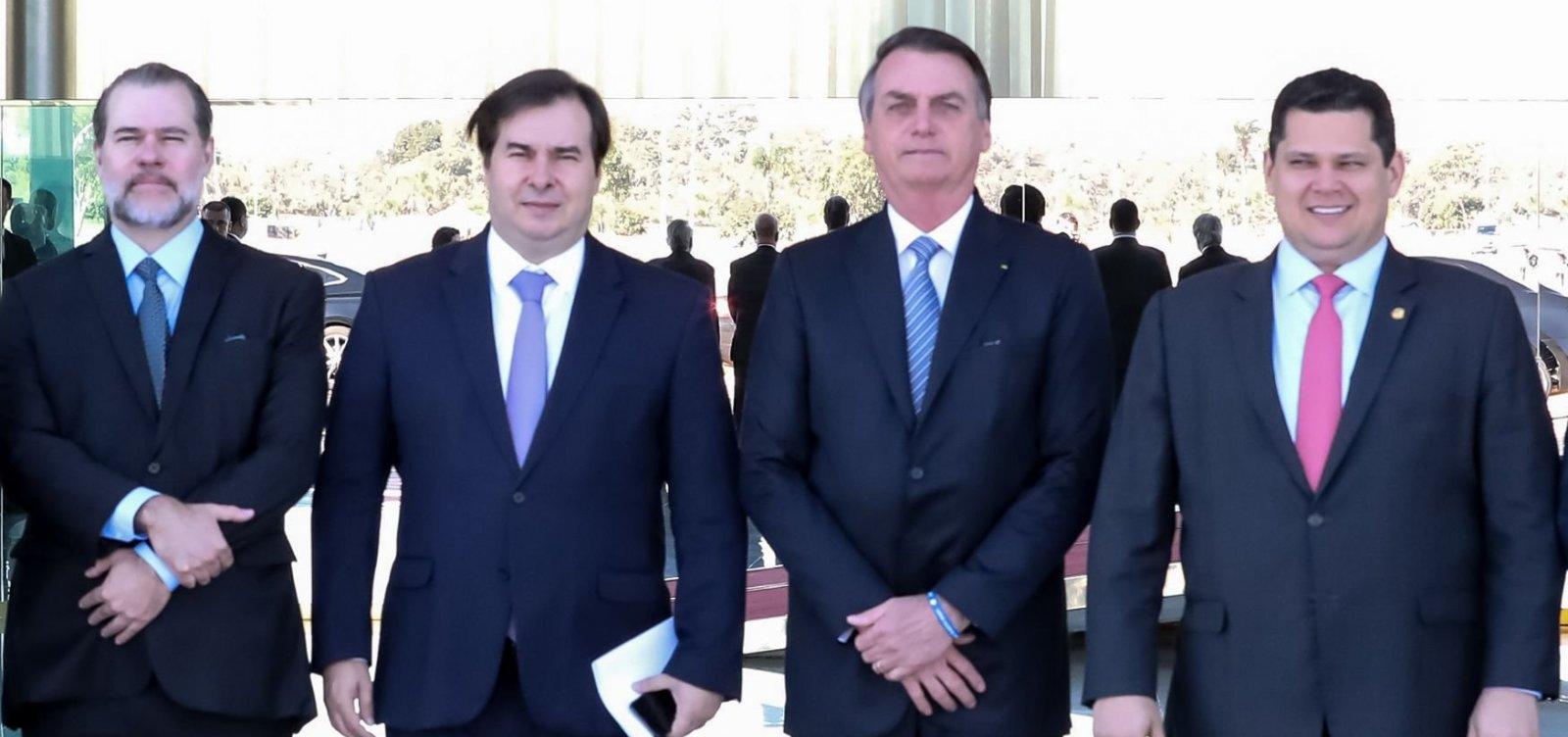 [Bolsonaro diz ter 'muito mais poder' que Maia por ter 'caneta para editar decretos']