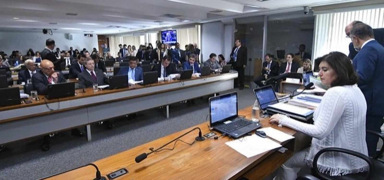 [CCJ começa a discutir projetos para derrubar decreto de armas]
